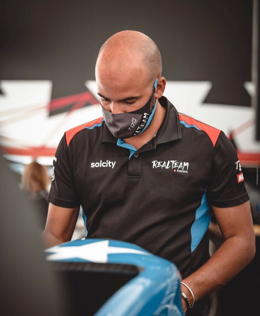 #repost @realteamracing #capteamwear #ontrack #motorsport #teamwear